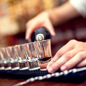 Alkohol pomaga przełamać się