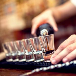 Jak zwiększyć popęd seksualny u mężczyzn? Zrezygnuj z alkoholu..